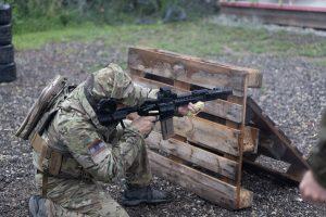 Waffen sowie Schütze